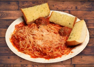 Spaghetti, meatballs and garlic bread